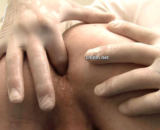 CMNM: Perverts Arsehole Gets Fingered